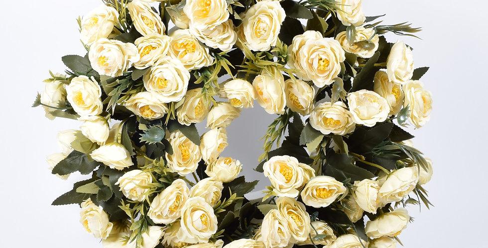 Στεφάνι με τεχνητά λουλούδιανεραγκούλες σε λευκό χρώμα, σε βάση από φελιζόλ.