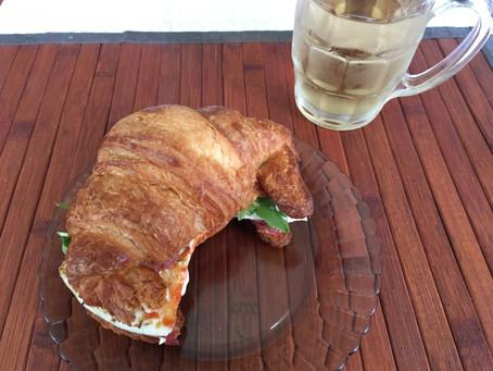 Petit Dej Croissant Avec Ce Bon Vert
