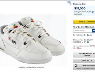 ¿Cuánto pagarías por unos tenis Apple?... alguien pagó USD $15,000