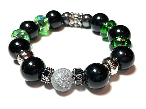 Stunning Druzy quartz stone with mixed green and black onyx beads