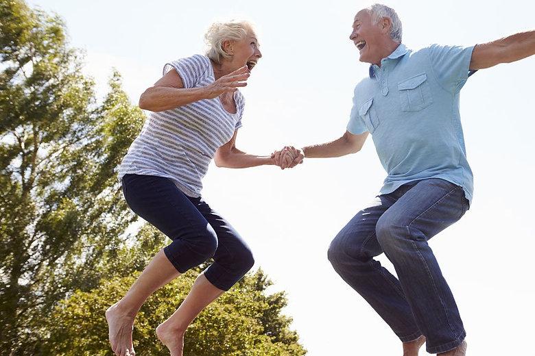 rebounding-trampolin-springen-senioren.j