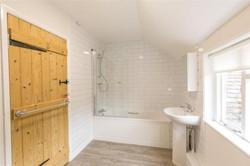 9 Tannery lane bathroom