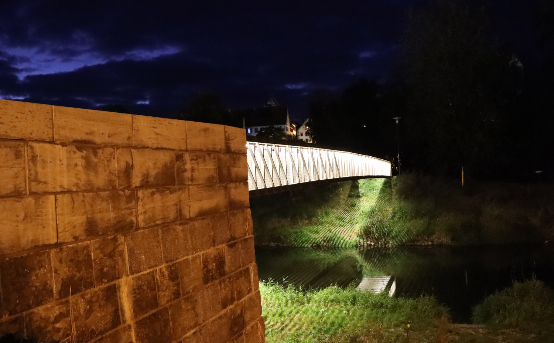 Fussgänger-Brücke.jpg