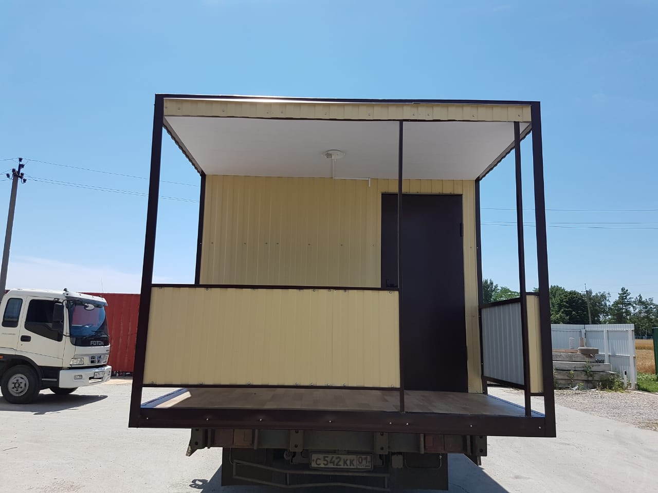 вагон-бытовка с крылечком, домик для дачи