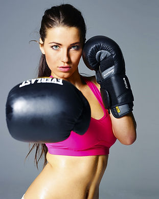 sport-girl-4000x2579-boxing-gloves-boxin