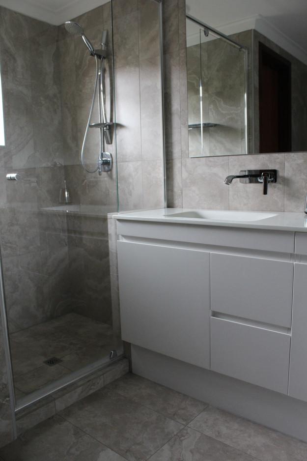 laying the bathroom tiles vertically bathrooms willetton wa - Bathroom Tiles Vertical Or Horizontal