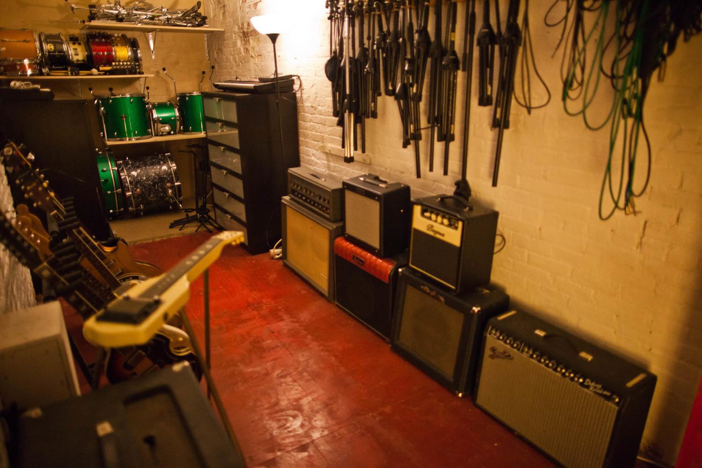 Alex Nackman - Many guitar amps