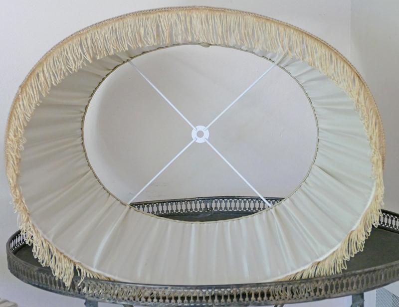 Abat-jour ovale attache lyre
