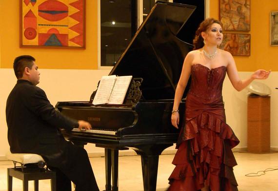 Icela Villanueva Soprano y Alejandro Vil