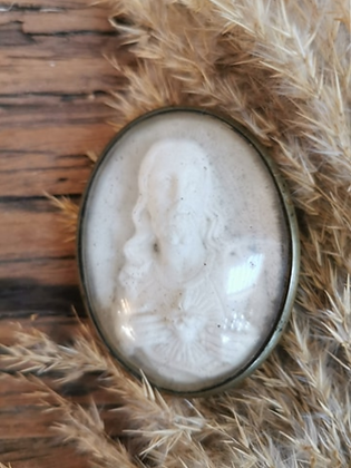 Cadre bombé laiton et calcaire moulé
