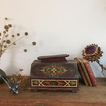 Ancienne boîte à cirage en bois
