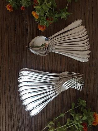 Ménagère 24 pièces en métal argenté