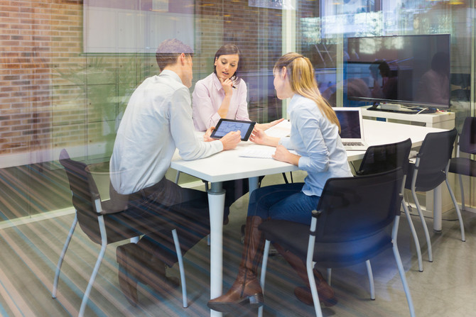 6 WAYS HUDDLE SPACES CAN CUT COSTS AND INCREASE PRODUCTIVITY