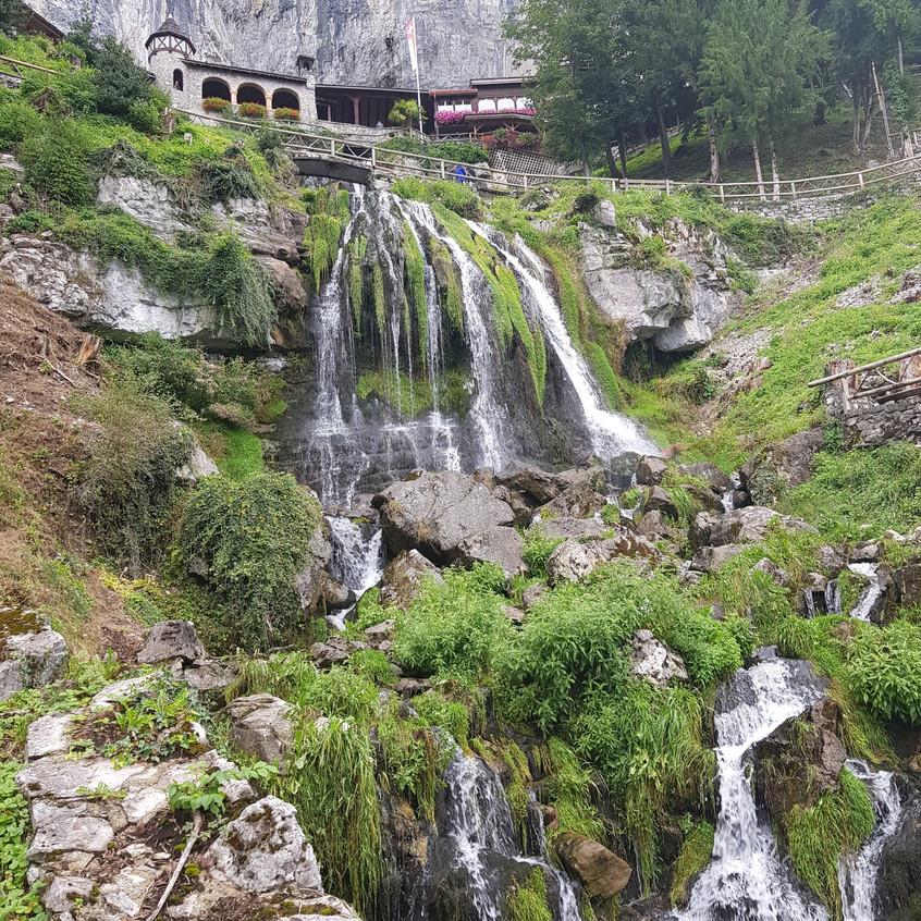 Wasserfall aussen_edited