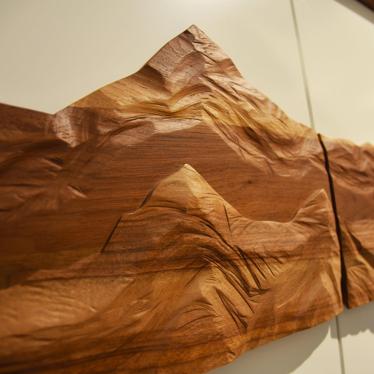 Bergrelief aus Holz