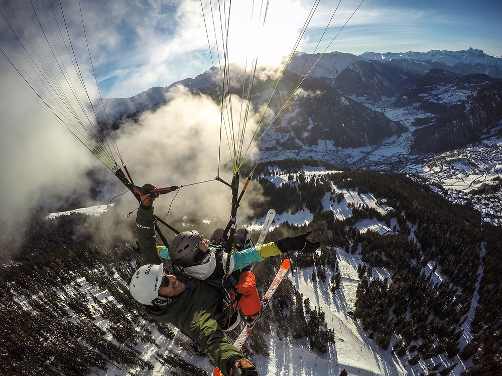 Flying paragliding tandem in Verbier brings happyness