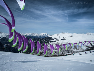 Photo shoot with the best Swiss acro paraglider pilots.          --------------------------- Séance