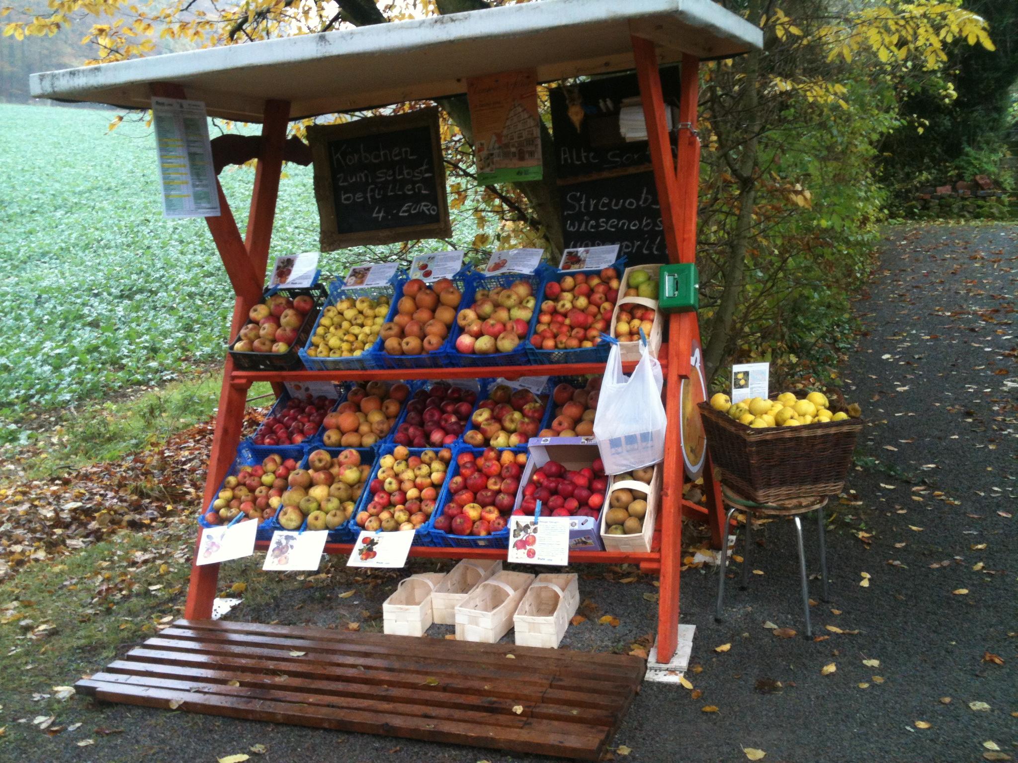 Strassenverkauf von alten Obstsorten