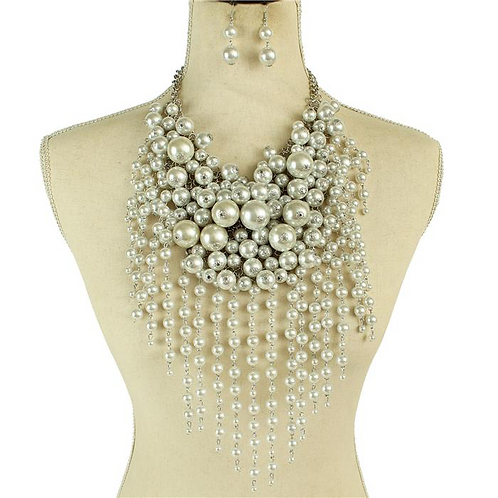 Casting Pearls Necklace Set