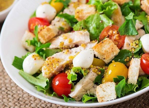 Салат с цыплёнком и моцареллой