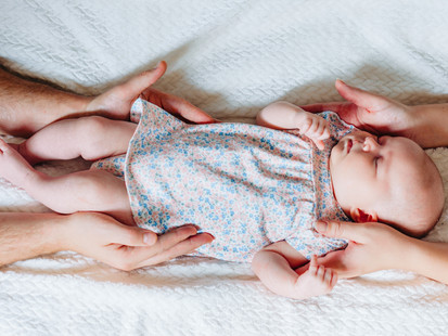 NEWBORN FAMILY LIFESTYLE SHOOT