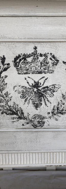 iod-queen-bee-decor-stamp-by-iron-orchid