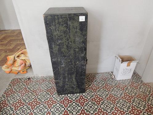 ancien coffre en bois rectangulaire