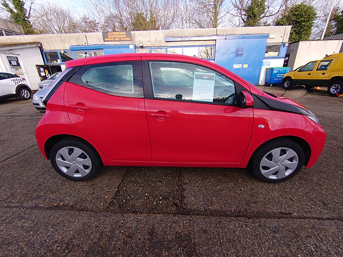 TOYOTA AYGO 1.0 X-PLAY 5 DR PETROL MANUAL