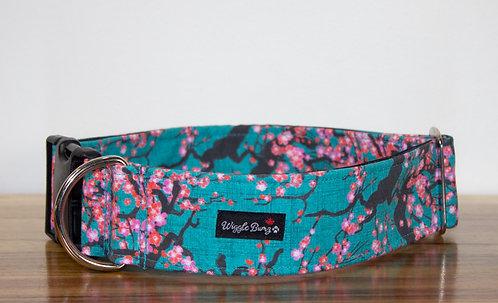 WIGGLE BUMZ- Collier à clip/ Fleurs japonaises