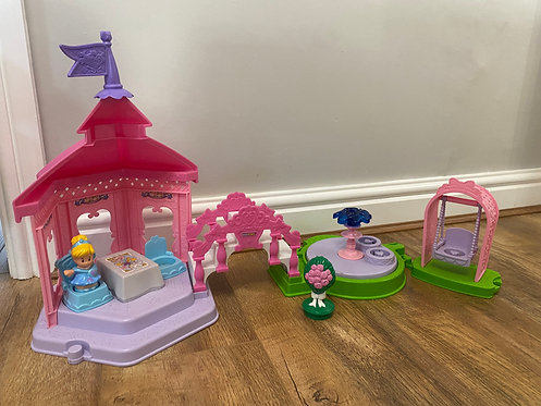 Little people princess set- needs batteries