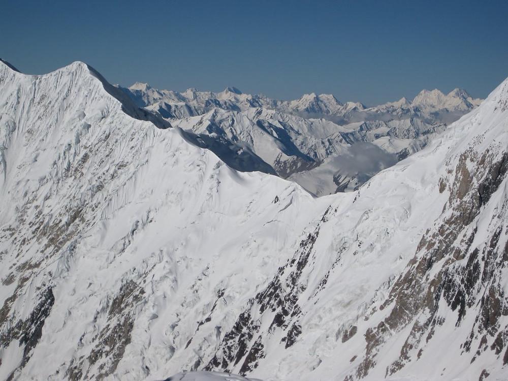 Vistas desde el campo 3 a 6.500 metros de la cordillera del Pamir