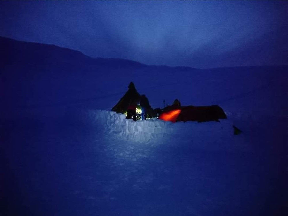 Campamento nocturno en Finse