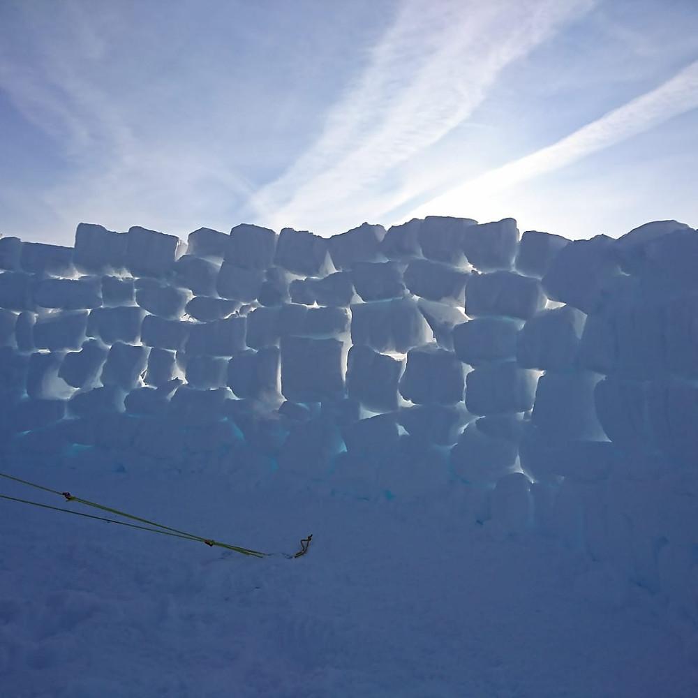 Muro paraviento en el plato de Hardangervidda