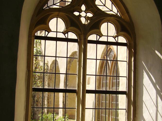 Kreuzgang im Kloster Malgarten.JPG