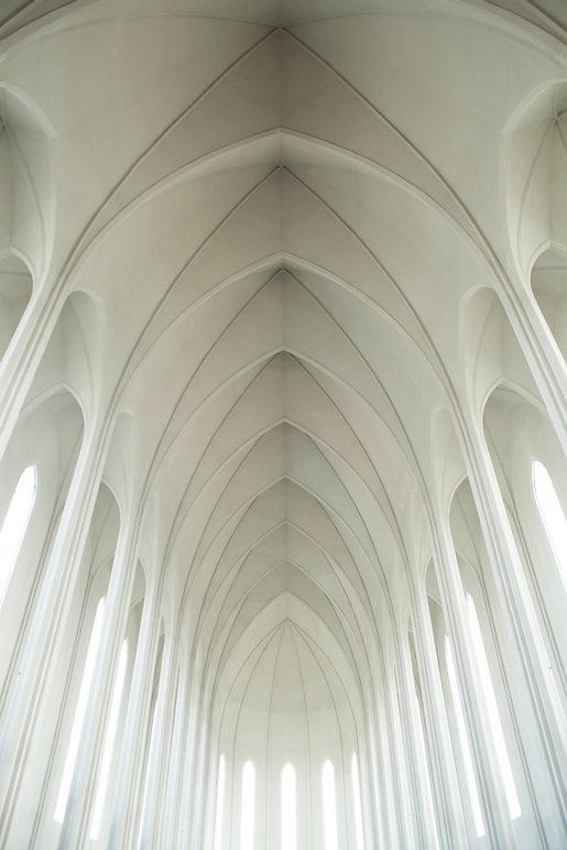 ホワイトアーチ型の天井