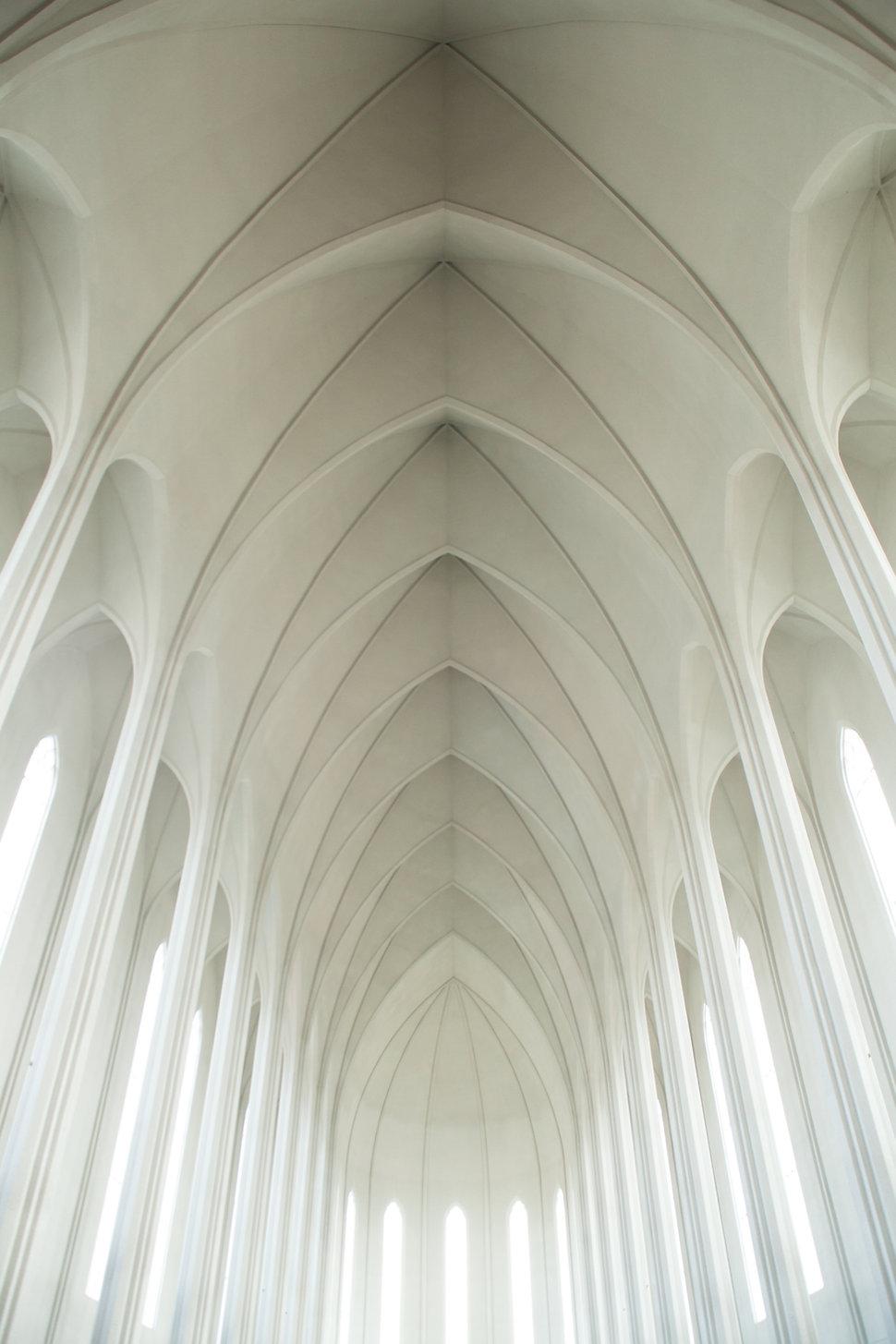 Plafond blanc arquéesLes