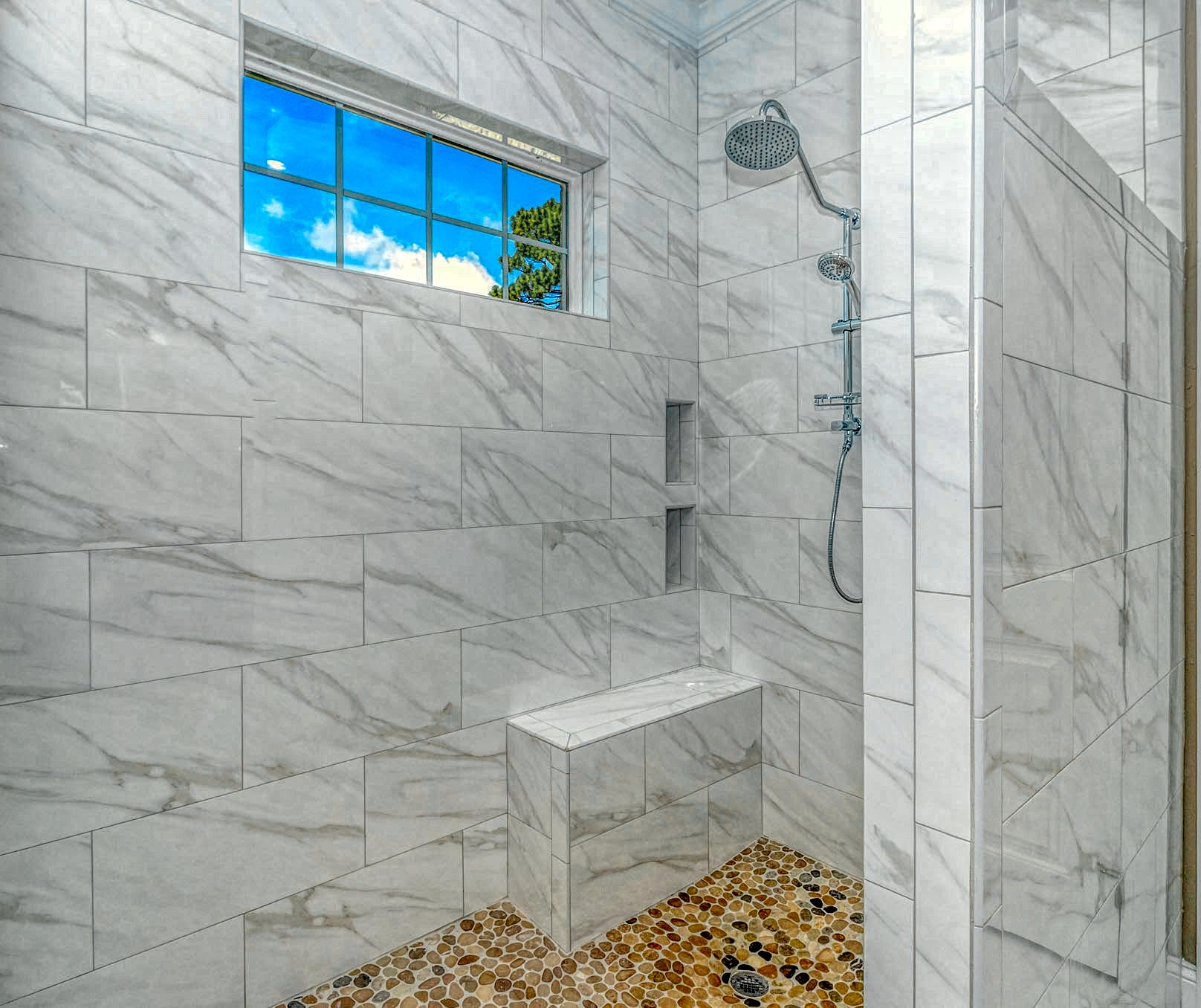 12. Master Shower LUX MLS