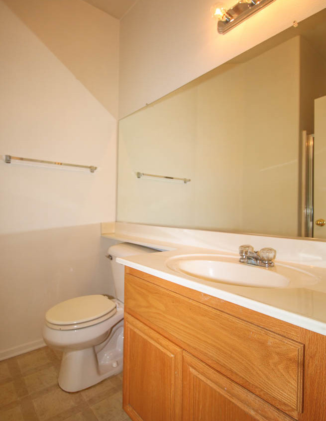10. Full Bathroom Downstairs WM