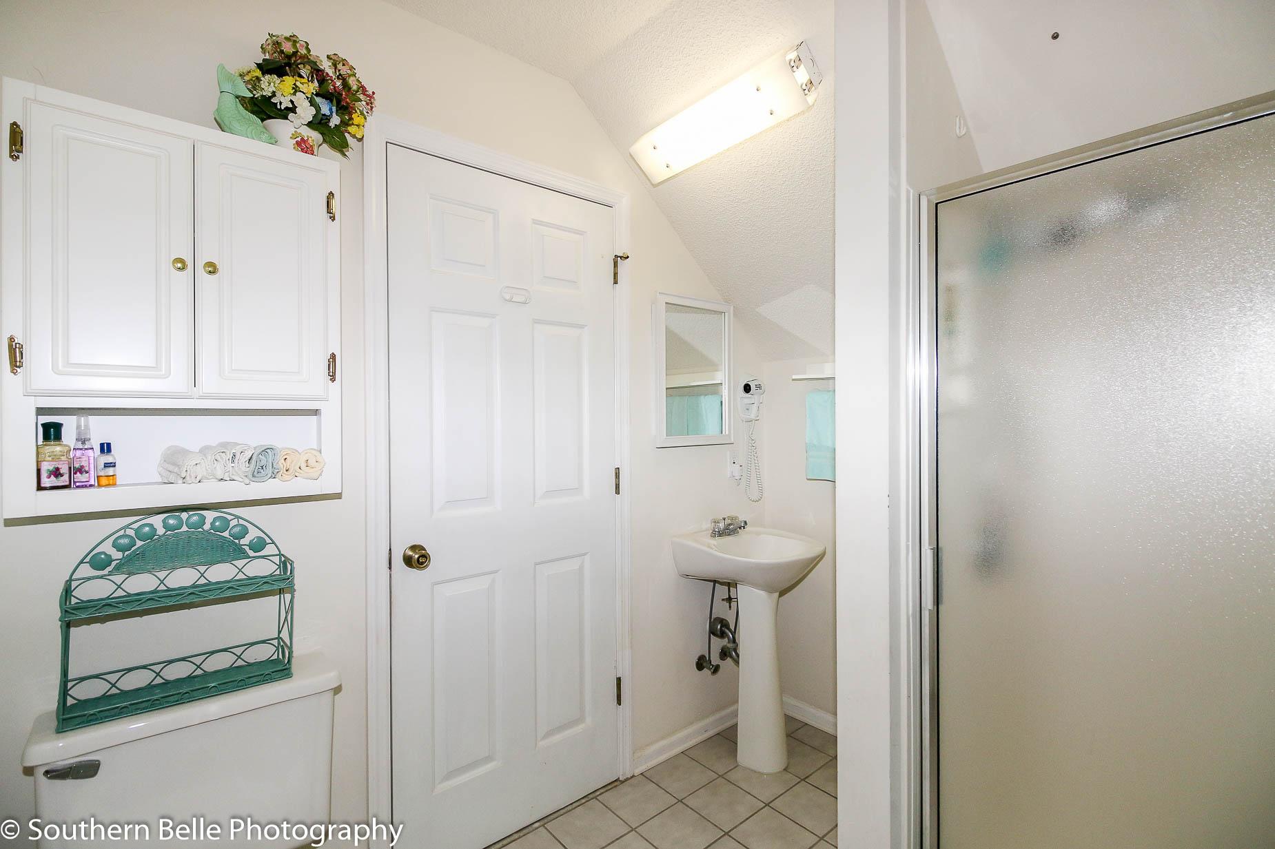 26. Upper Level Full Bathroom WM