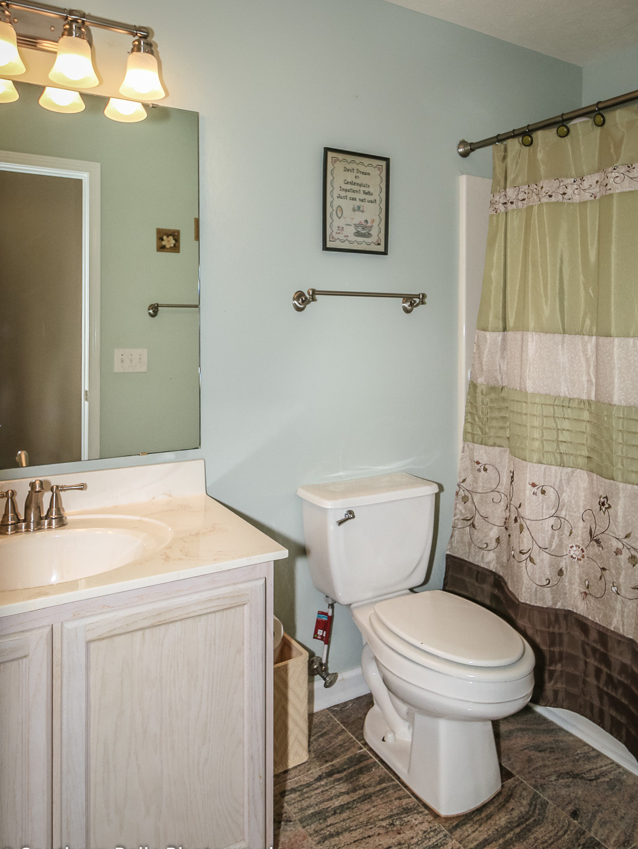 18. Full Bathroom WM