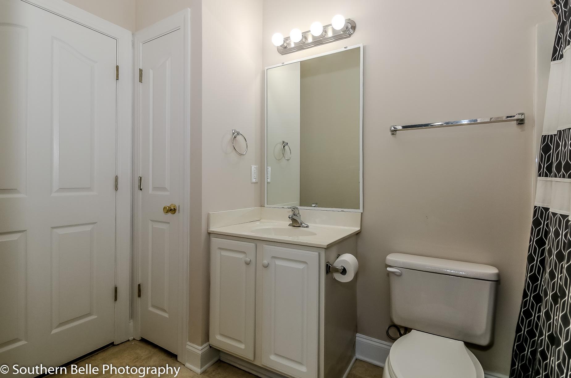 6. Full Bathroom WM