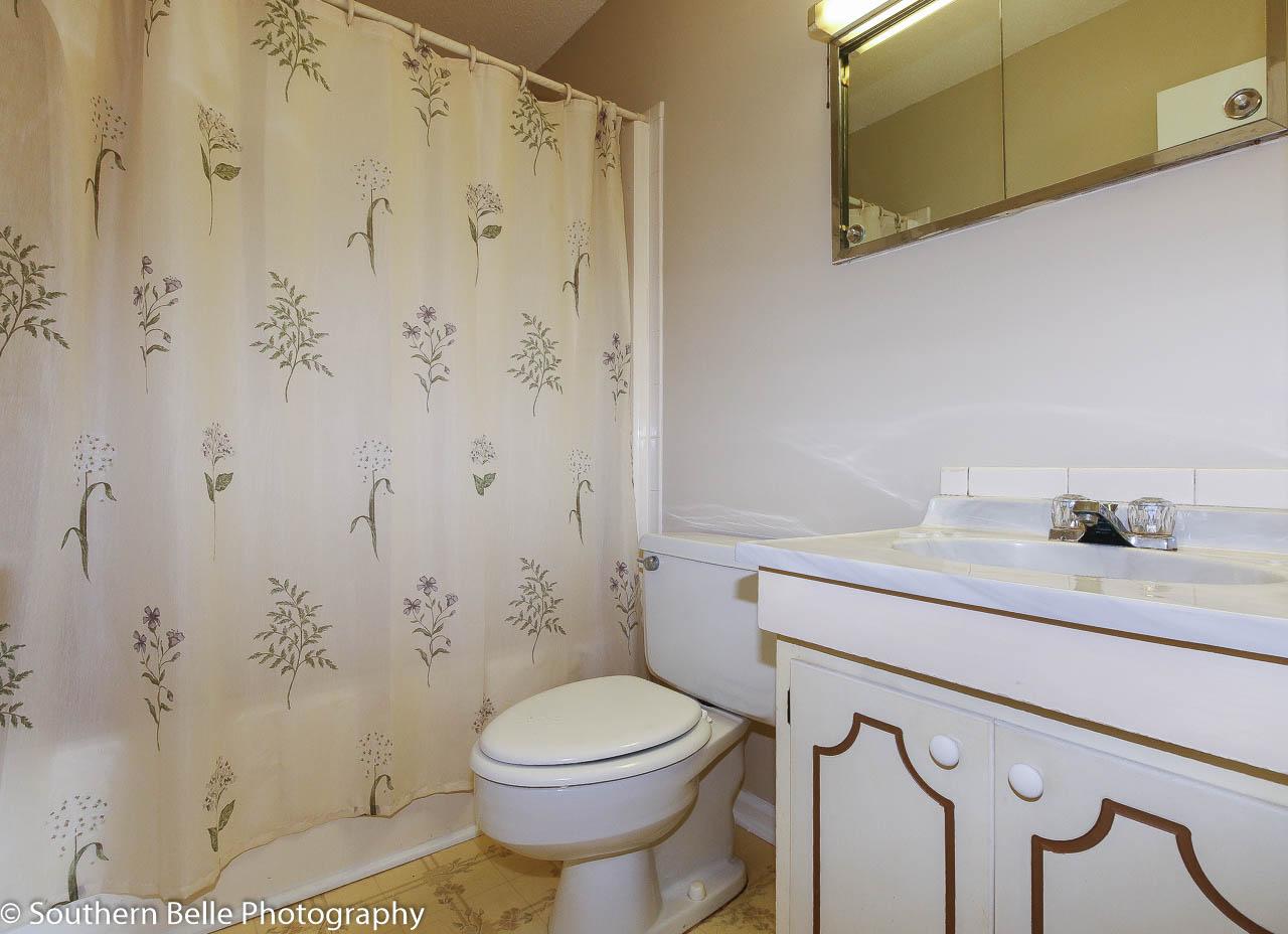 23.Full Bath Horiz. View WM