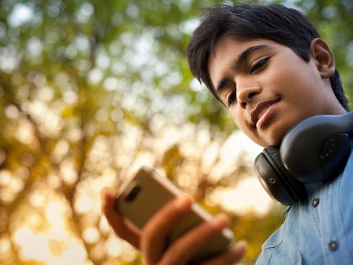 ¿Por qué tus hijos necesitan firmarte un contrato de uso de su dispositivo inteligente?