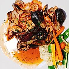 Corvina en Salsa de Mariscos
