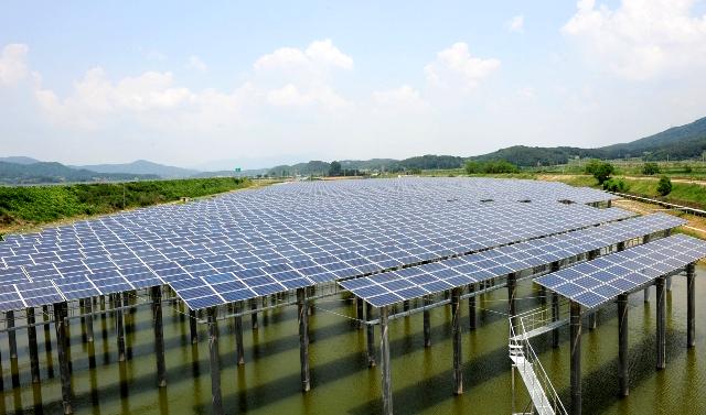 עושים הון מהשמש - הסינים משקיעים באנרגיה סולרית