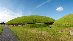 FT5S Knowth Boyne Valley Wikicommons.jpg