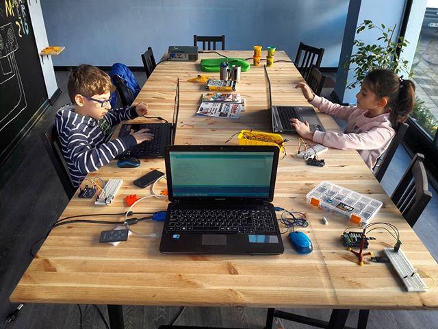 We learn distance sensor #hackinghcsr04 😊😃😃 #maker216 #maker #math #science #stem #coding #arduin