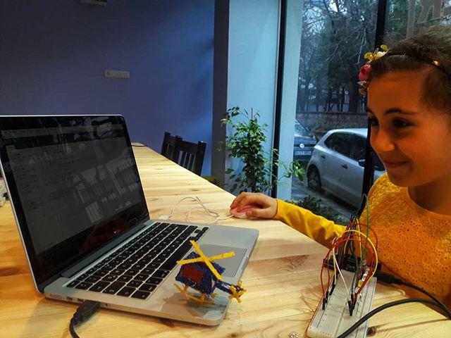 Helikoptersiz kodlayamıyorum öğretmenim dedi 😀😄 #maker216 #maker #math #science #stem #coding #ard