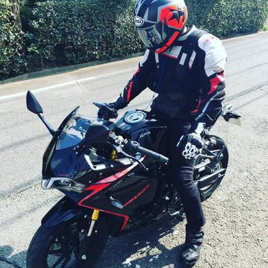 早くバイクに乗りたいさん.jpg