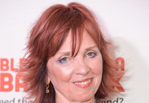 Fan Tries to School Nora Roberts on Publishing: Roberts Teaches Her a Thing or Two